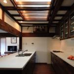 暗かったキッチンには天窓を新設